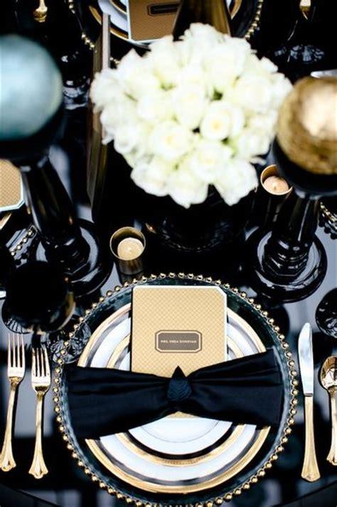 black blue and silver table settings mesa de r 233 veillon em preto branco e dourado a mesa com