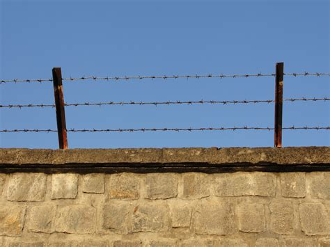 file a wire wall jpg wikimedia commons