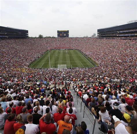 Im United manchester united besiegt real madrid vor rekordkulisse in