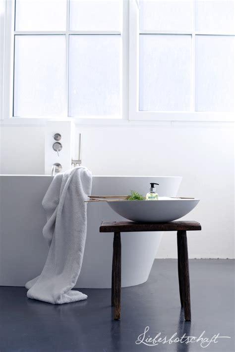fensterbrett regal liebesbotschaft 7 ideen f 252 r ein perfektes bad die jeder