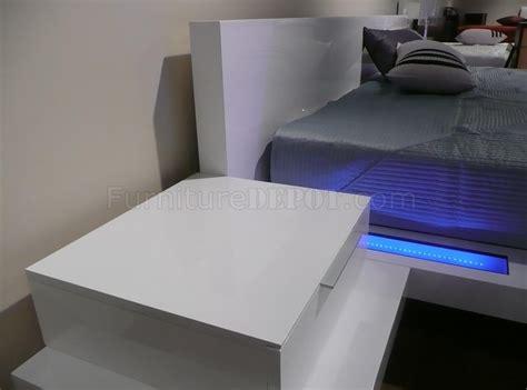 high gloss white finish modern bedroom  built  nightstands