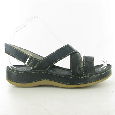 hush puppies sandals hush puppies rosebud flat sandal in black