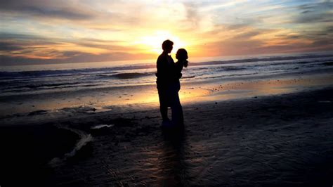 romantic beach love couple wallpaper beach pictures ideas of couple