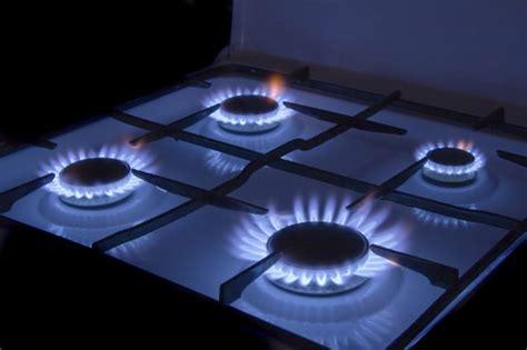 Gasherd Flamme Einstellen by Why Is My Gas Stove Burning Orange Hunker