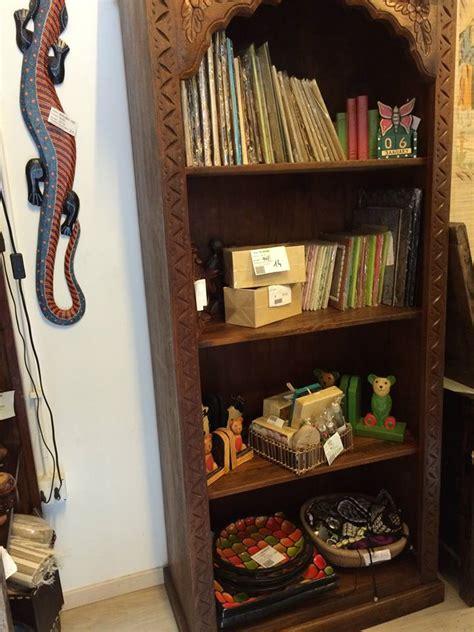 librerie per salotti librerie in legno per arredare salotti con lo stile etnico