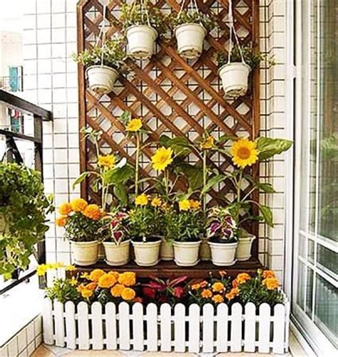 Planters That Hang On The Wall by Best 25 Small Balcony Garden Ideas On Pinterest Small