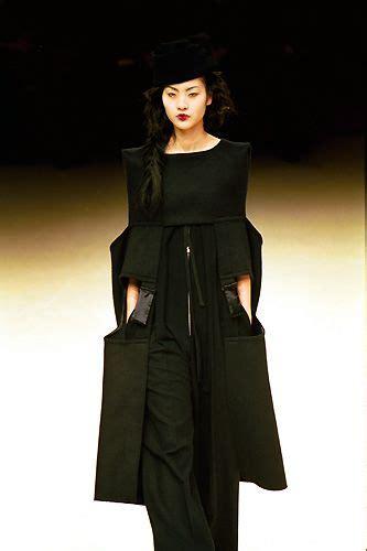 Yohji Yamamoto Fall Winter 2007 2008 Womens Ready To Wear Runway by 17 Best Images About Yohji Yamamoto On