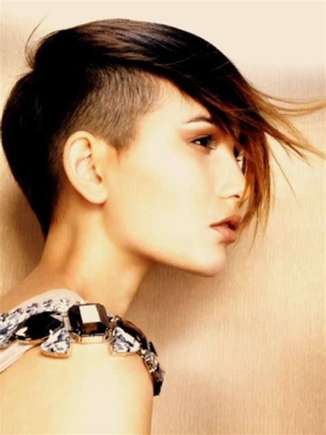 mohawk hairstyles ll eaving hair long at back of head hair shaved on sides long on top woman mohawk hairstyle