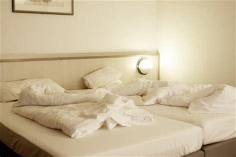 Fensterbrett Putzen by Schlafzimmer Putzen Und Bett Reinigen Putzen De