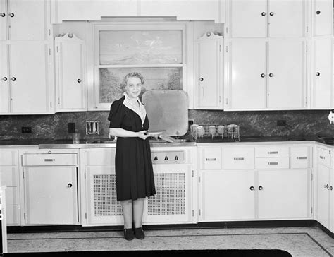 in the kitchen file woman in kitchen 1939 jpg wikimedia commons
