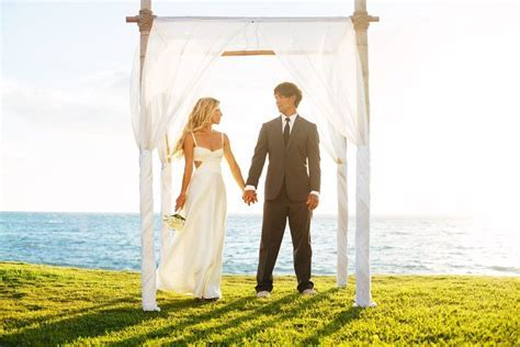 The Best Time of Year for a Hawaii wedding   And You Creations