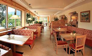 sesselbahn im speisesaal hotel dorf tirol eichenhof s 252 dtirol hotel urlaub