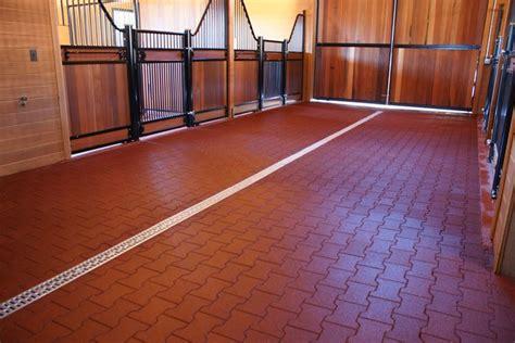 pavimenti facili da posare vantaggi e caratteristiche dei pavimenti in gomma