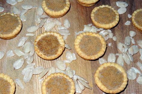 Kacang Kenari kacang kenari with coconut sugar give classic
