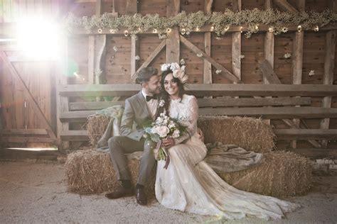 granero shooting dusky pink fairytale wedding in a barn a2zweddingcards