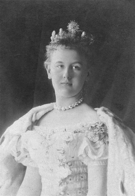 young queen wilhelmina    netherlands royal