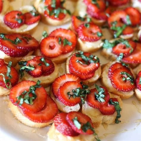 appetizers finger food strawberry brie crostinis recipe yummi recipes