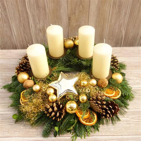 weihnachtsdeko fenster kranz adventskranz adventsgesteck weihnachten deko rot