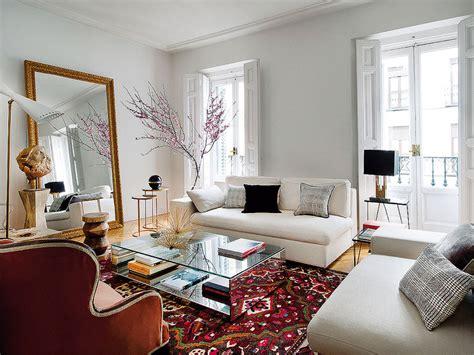 holiday home interiors un sal 243 n de contrastes un piso se 241 orial bien reformado