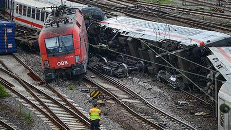 Auto Verschrotten Graz by Zugungl 252 Ck In Mannheim Zwei 214 Sterreicher Verletzt
