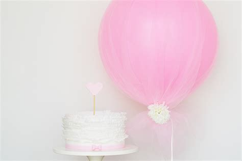 Diy tulle balloon by sweet society