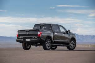 Nissan Titan 2017 Nissan Titan 4x4 Sl Rear Three Quarter Motor Trend