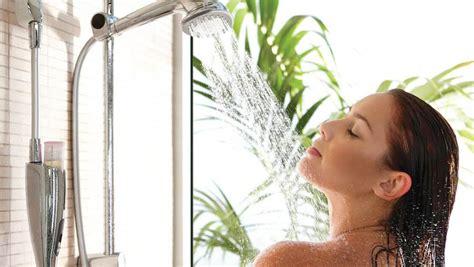 doccia fredda benefici gli 8 benefici di una doccia fresca al mattino