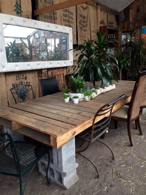 Big Shipping Pallet And Concrete Block Outdoor Table Cinder Block Patio Furniture