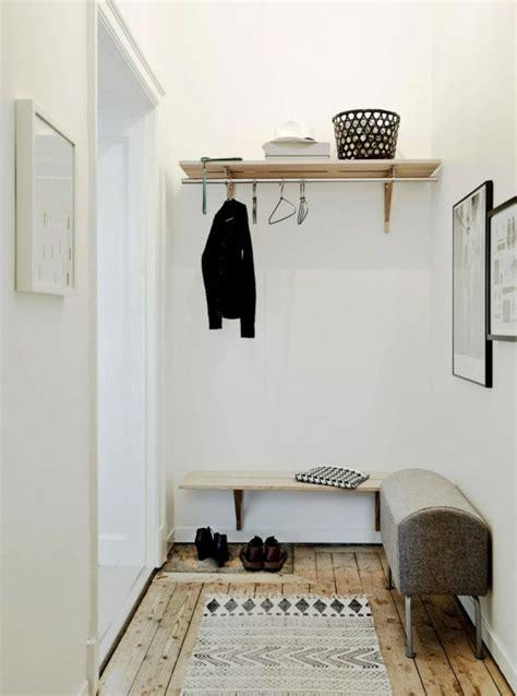 wohnzimmer deko schwarz weiss silber rot