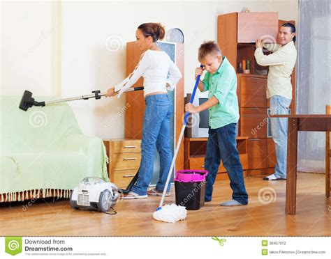 homelife 11 things people with spotless houses do every day ordinary family of three with teenager doing housework