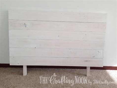 painted pallet headboard diy painted pallet headboard the crafting nook by titicrafty