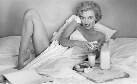 marilyn monroe in bed how to be a sex symbol like marilyn monroe get real living