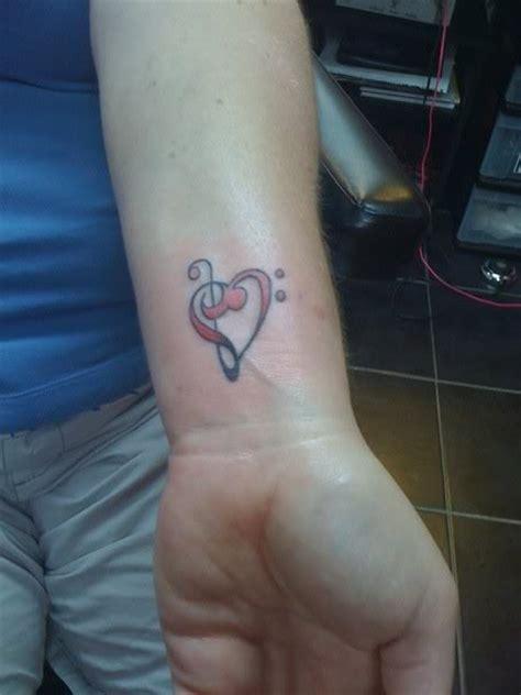 vire tattoo la tua cantante