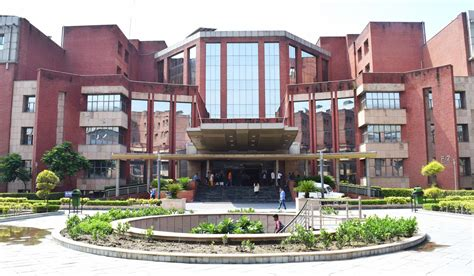 Amity Noida Mba In Hospitality by Amity School Centre Ii Sector 125 Edunuts