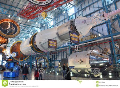 Raket Ori saturnus v raket redactionele afbeelding afbeelding 22812450