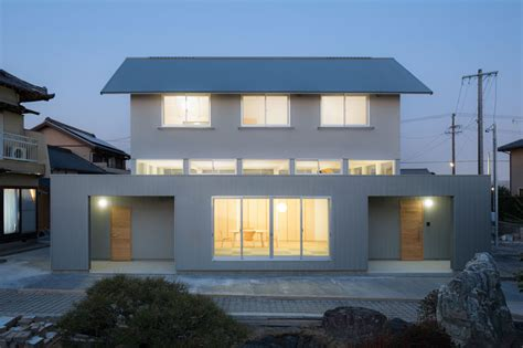 designboom japanese house shuhei goto s floating house promotes privacy and light in