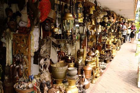 Barang Antik Di Jalan Surabaya Jakarta surga para pecinta barang antik di indonesia