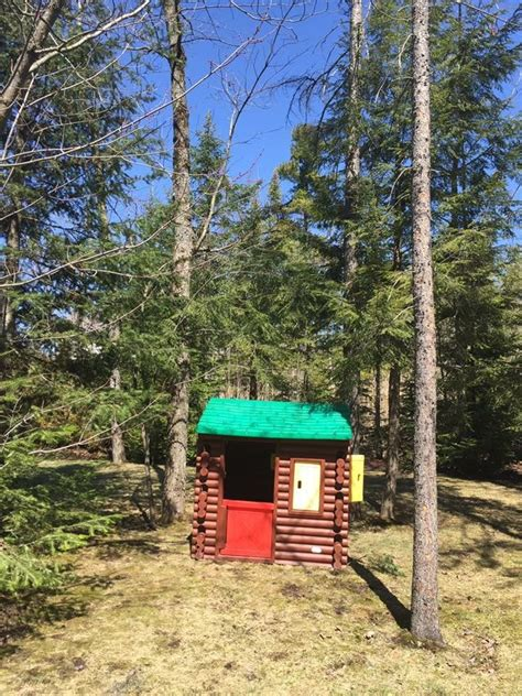 Plastic Log Cabin Playhouse by 25 Best Ideas About Tikes Log Cabin On