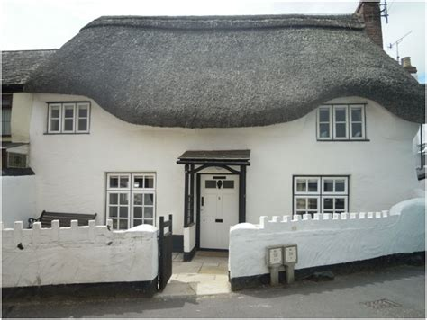 thatched cottage shaldon self catering in shaldon
