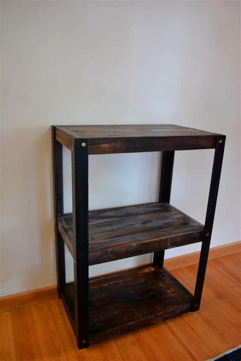 estante ferro e madeira estante em madeira reciclada e ferro o palletista elo7