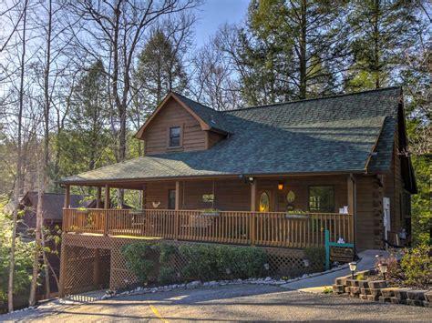 new cozy nest 2br gatlinburg cabin w 3 sided porch 2 br