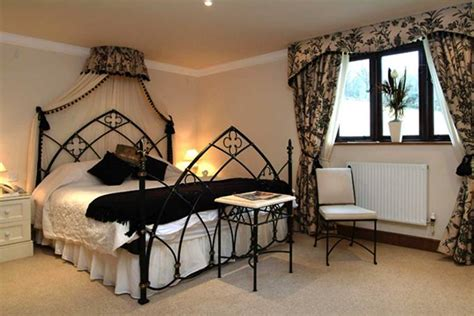 gothic room ideas 26 impressive gothic bedroom design ideas digsdigs