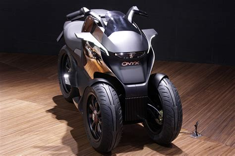 peugeot concept bike peugeot onyx scooter concept is half motorcycle half