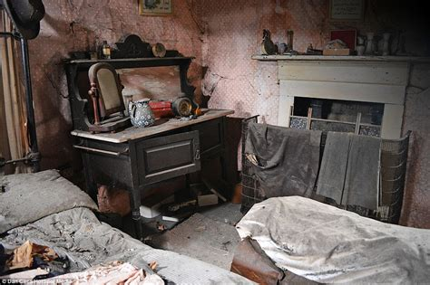 this rundown cottage looks unrecognisable inside the haunted cottage in willersley