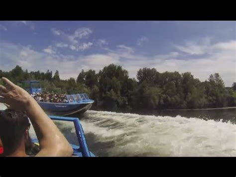 rogue river jet boat rides rogue river jet boat ride spin and jump youtube