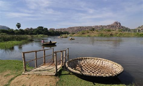 round small boat file tungabhadra river and coracle boats jpg wikimedia