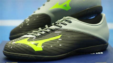Sepatu Bola Mizuno Basara 103 Md Wide Black Green Gecko bingung pilih sepatu futsal nih lihat mizuno basara 103 in wide bolalob