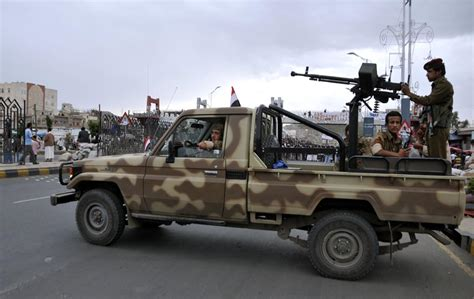 military land cruiser yemeni military toyota technicals military in the middle
