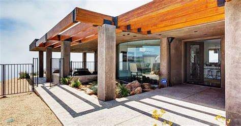 Jenner New House by Caitlyn Jenner S Malibu Home See Closet Glam Room