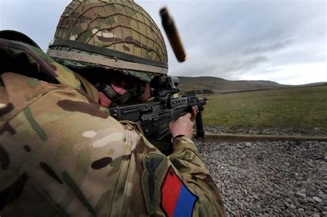 british range 7th parachute regiment royal horse artillery military